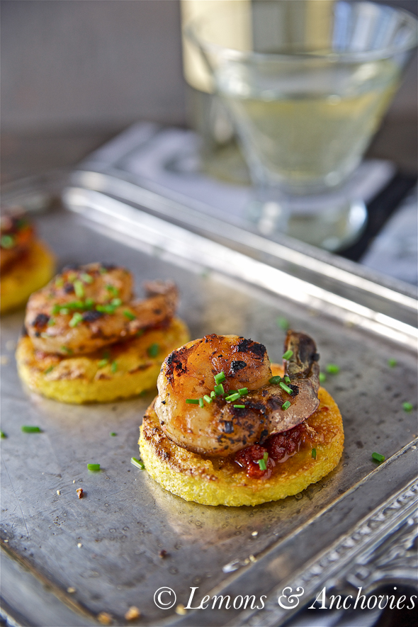Prawns on Crisp Polenta Rounds_-4