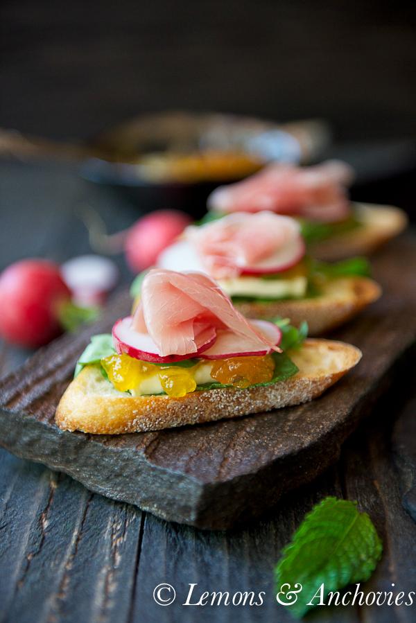 Prosciutto, Brie & Jalapeño-Tangerine Jam Crostini   https://lemonsandanchovies.com